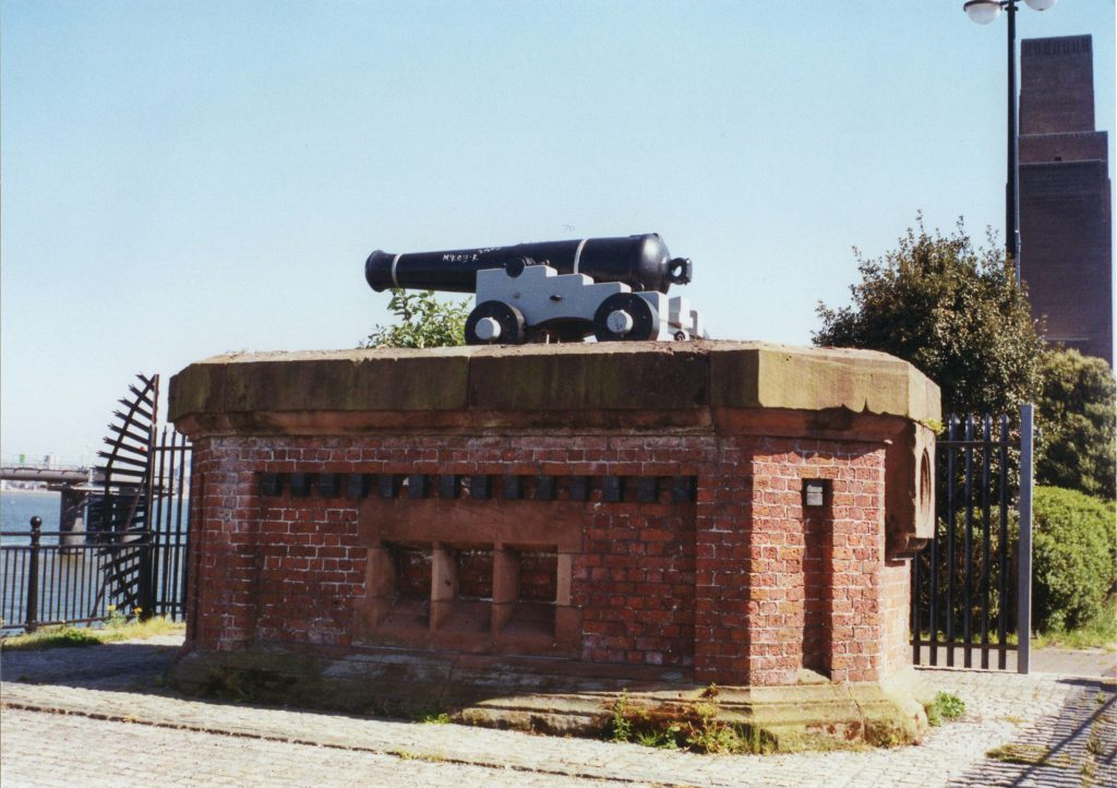 Photo of the One O'Clock Gun, still sited in Birkenhead